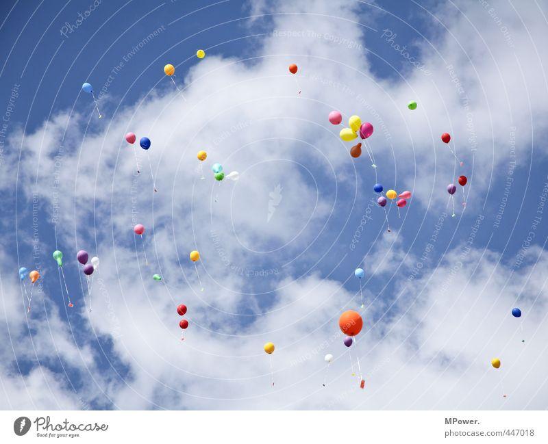#222# bunte grüße Luft Himmel Wolken fliegen hoch Luftballon Gruß aufsteigen mehrfarbig Farbstoff Blauer Himmel weiß Feste & Feiern Gummi Helium Schweben