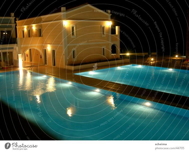 Saphirbecken Haus Beleuchtung Architektur Schwimmbad Hotel blau-gelb