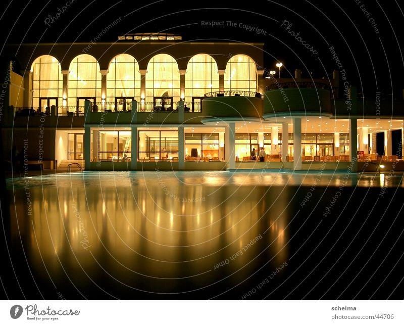 Hotel Spiegelpool Nacht Licht Fenster Reflexion & Spiegelung Haus Schwimmbad Architektur