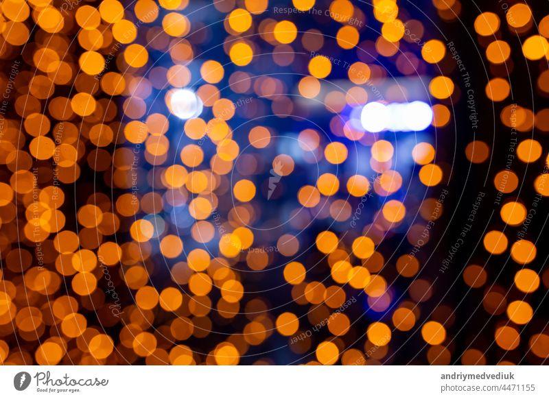Abstrakter kreisförmiger Bokeh-Hintergrund aus Weihnachtslicht. Bokeh aus Girlanden. Hintergrund für Bildschirmschoner. Defokussierte Lichter. Unscharfes Bokeh mit gelber Farbe Lichter.