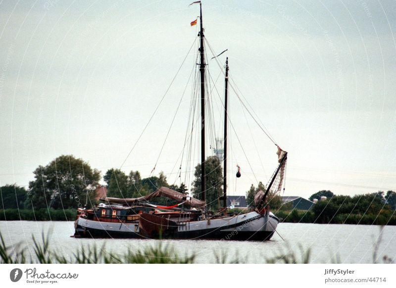 Netherland-Boat Wasserfahrzeug Fischereiwirtschaft Niederlande Flevoland Fischerboot schlechtes Wetter Regen Meer Küste Arbeit & Erwerbstätigkeit
