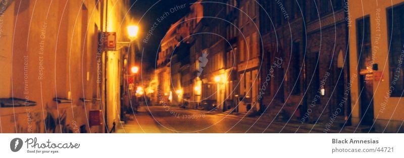 Nachtimpression einer Straße Stadtzentrum Torun Gebäude Lampe dunkel Ferien & Urlaub & Reisen Architektur alt Beleuchtung