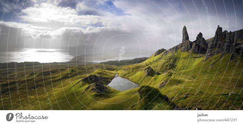Der alte Mann und das Meer Natur Landschaft Erde Luft Wasser Himmel Wolken Sonnenlicht Sommer Schönes Wetter Nebel Gras Moos Hügel Felsen Küste Isle of Skye