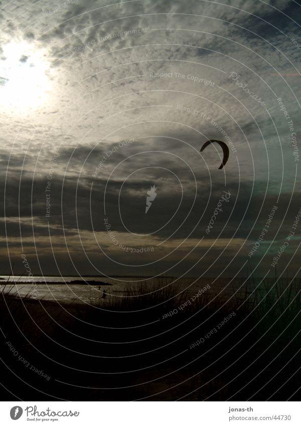 Surfer-Sonnenuntergang Natur Sonnenuntergang Sonne Meer Wolken Sand Landschaft Romantik Kiting Surfen Extremsport