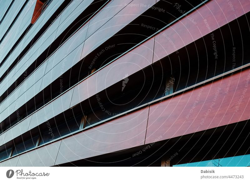 Moderne Gebäudefassade mit geometrischem Muster modern Architektur abstrakt Detailaufnahme sehr wenige Hintergrund Design Struktur futuristisch Kunst Stahl