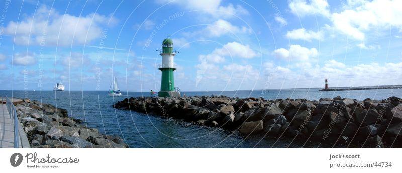 Hafeneinfahrt Warnemünde Kreuzfahrt Sommer Meer Wolken Schönes Wetter Ostsee Leuchtturm Fähre Segelboot Wasserfahrzeug Stein maritim Stimmung Horizont Idylle