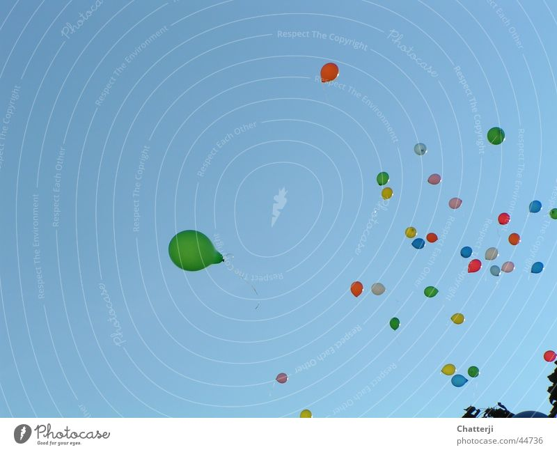 Der grüne Ballon Himmel blau grün Glück träumen Freizeit & Hobby Luftballon