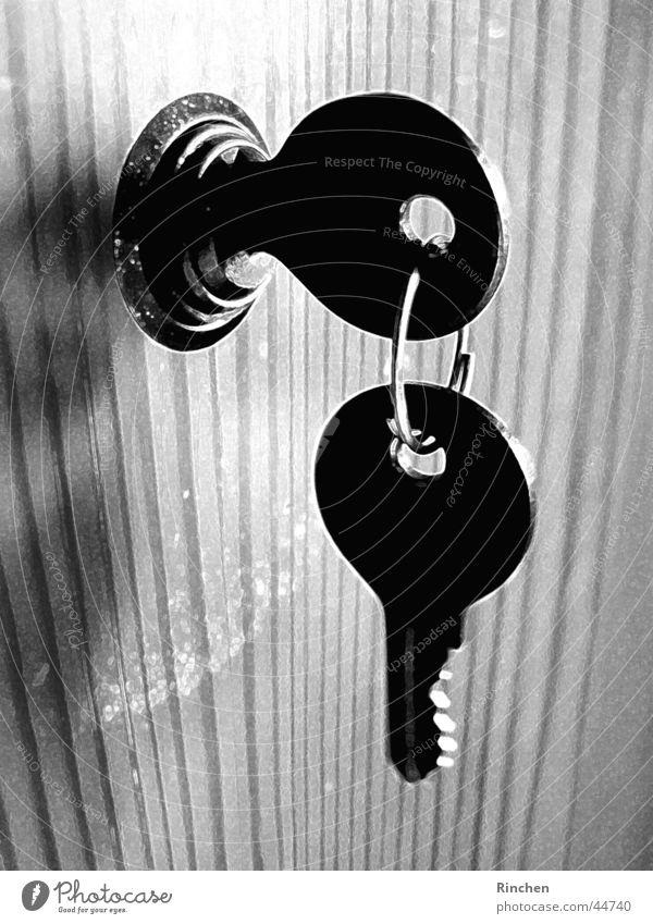 Schlüsselbund hängen Licht Häusliches Leben Schwarzweißfoto Schatten
