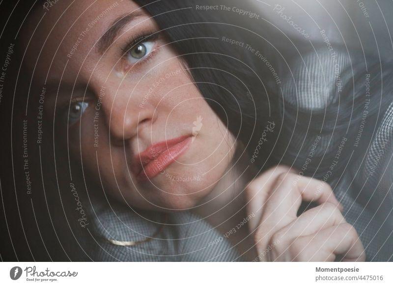 schwarzhaarige Frau Haarfarbe langhaarig hübsch feminin Haare & Frisuren Junge Frau Erwachsene Porträt 18-30 Jahre Mensch schön Gesicht Frauengesicht stylisch