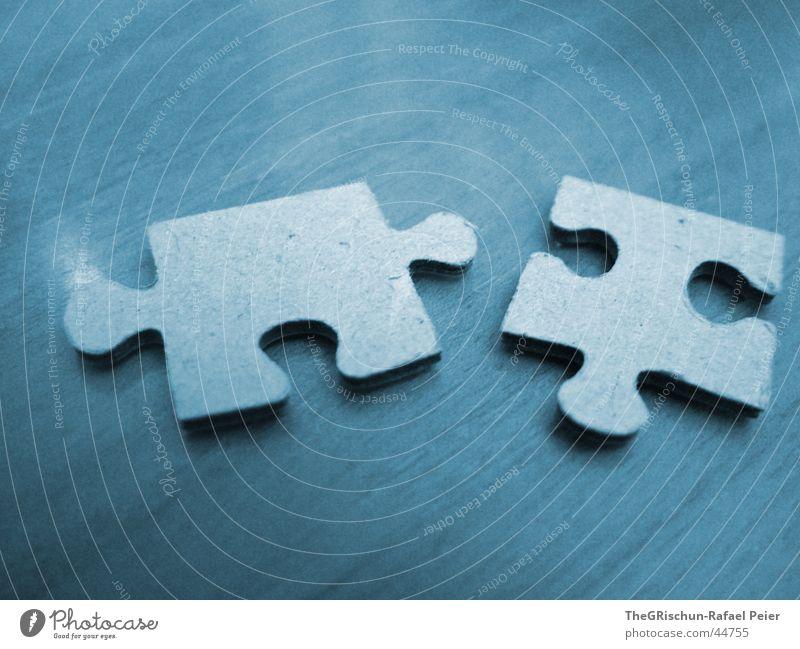 Puzzle blau Farbe Liebe Gefühle 2 Zusammensein Tisch paarweise Ecke rund Reinigen einzigartig Teile u. Stücke Sehnsucht Verbindung Partner