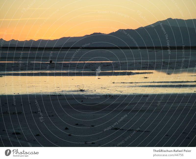 SaltLakeCity Natur Wasser schön Ferien & Urlaub & Reisen Ferne Freiheit Berge u. Gebirge Landschaft grau orange USA Wüste Amerika Ebene Salz unberührt