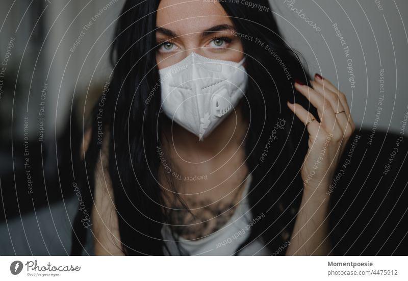 Frau mit Maske Corona coronavirus coronakrise Corona-Virus Corona-Pandemie Coronavirus SARS-CoV-2 Coronatest Corona Virus Grippe Grippewelle Erkältung krank