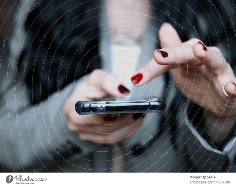Handy tippen Finger liken soziale netzwerke soziale Medien Internet soziale Netzwerke Technik & Technologie Mitteilung Telefon Lifestyle online Smartphone