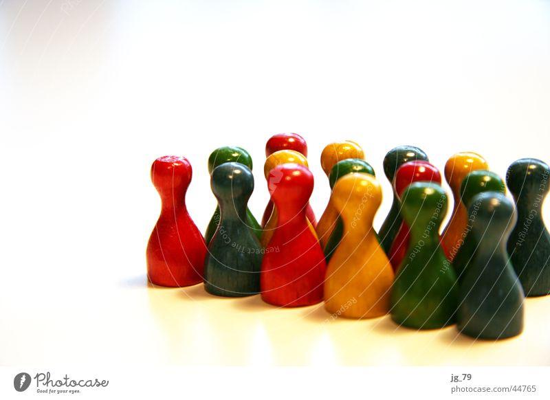 Gruppenzwang Mensch Farbe Spielen Holz Zusammensein mehrere Freizeit & Hobby mehrfarbig Spielfigur Brettspiel Gesellschaftsspiele Mensch ärgere dich nicht