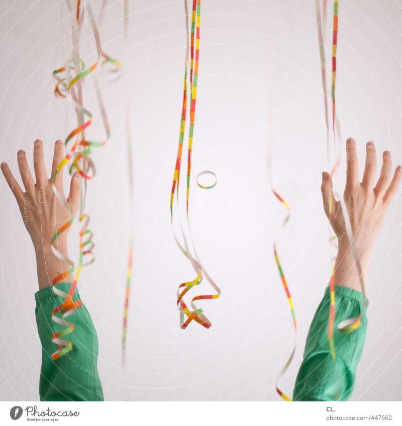 yeah, yeah und nochmals yeah! Mensch Frau Jugendliche Hand Freude 18-30 Jahre Erwachsene feminin Glück Feste & Feiern Party Arme Geburtstag Dekoration & Verzierung Fröhlichkeit Finger