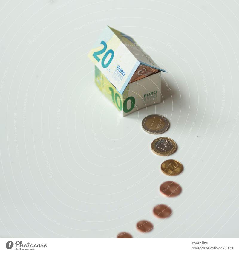 Haus des Geldes Bank banking Euroscheine Finanzen cash Geldscheine finanzierung bezahlen Scheine Reichtum reich Bargeld Eurozeichen Hausbau kauf hauskauf