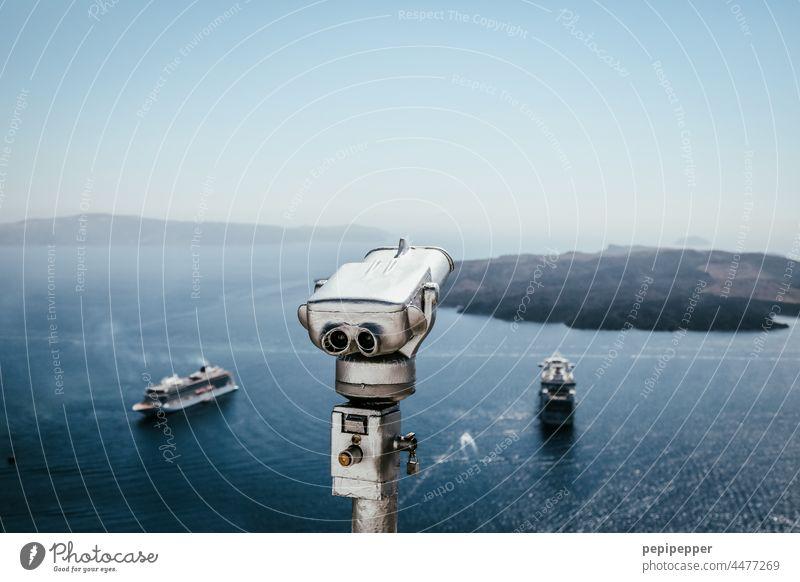 Auf Santorin Fernrohr mit Fährschiffe Fernglas Teleskop Farbfoto Außenaufnahme Ferien & Urlaub & Reisen blau Himmel Sightseeing Tourismus Ferne Menschenleer