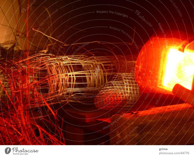 Unterm Tresen... Lampe Technik & Technologie Handwerk Zaun Stillleben Draht