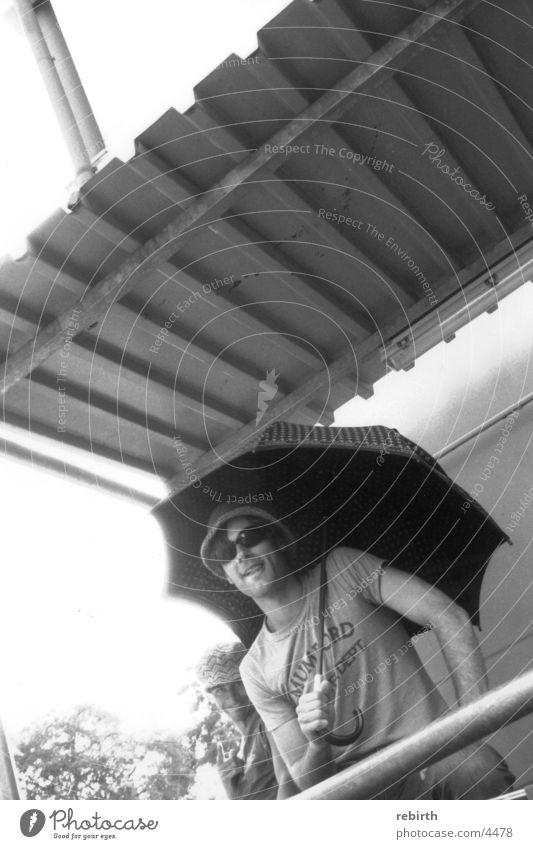 schirmherrschaft Mann Sonne Körperhaltung Regenschirm Macho Blechdach