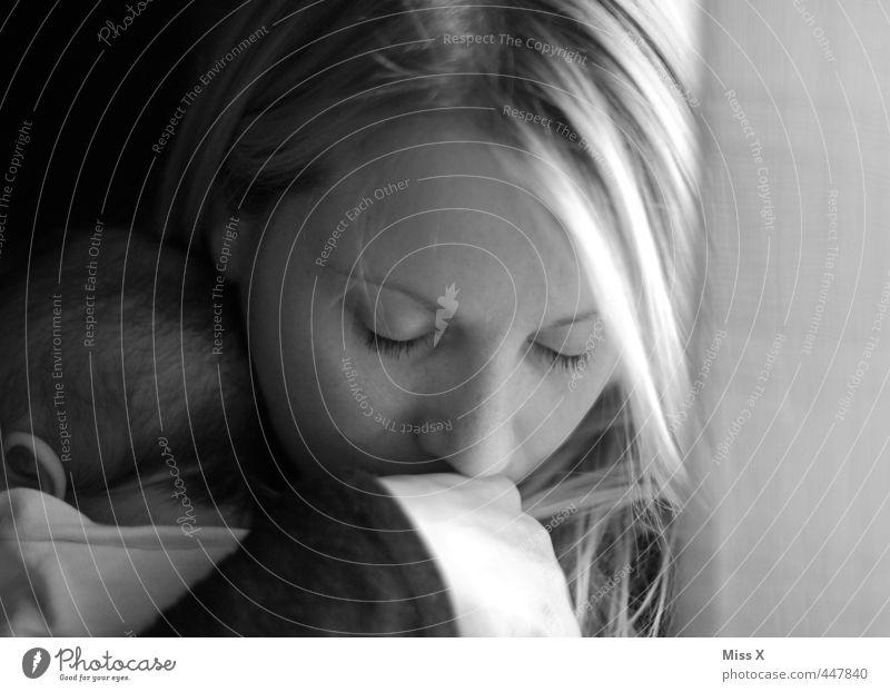 Kuss Mensch Jugendliche Erwachsene 18-30 Jahre Liebe Leben Gefühle Traurigkeit träumen Stimmung Familie & Verwandtschaft Baby schlafen Sicherheit Schutz Mutter