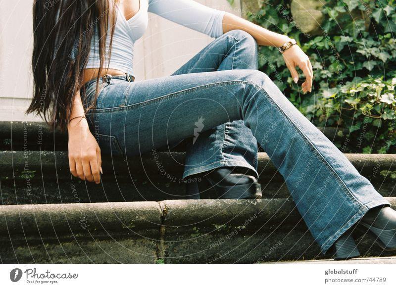 blue jeans Top langhaarig Jeanshose Frau Brust Beine lange beine