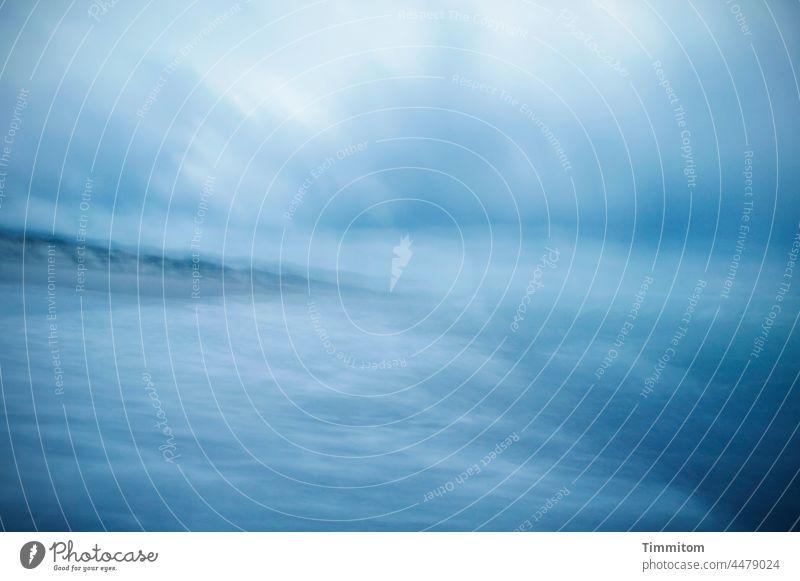 Überwältigt von Himmel, Meer und Wind Nordsee Wasser Wellen wild Sturm Wolken Licht blau weiß Strand Dünen Impression Küste Natur Landschaft