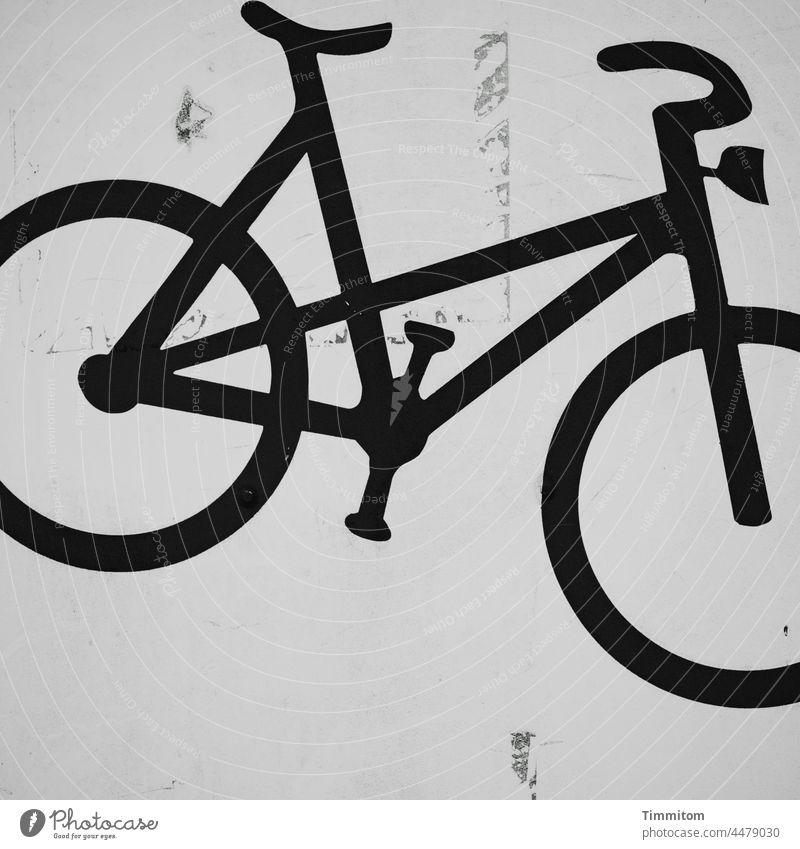 Abstellplatz für Fahrräder Fahrrad Piktogramm Verkehrsmittel Aufbewahrung Mobilität Menschenleer Schwarzweißfoto Oberfläche verschmutzt