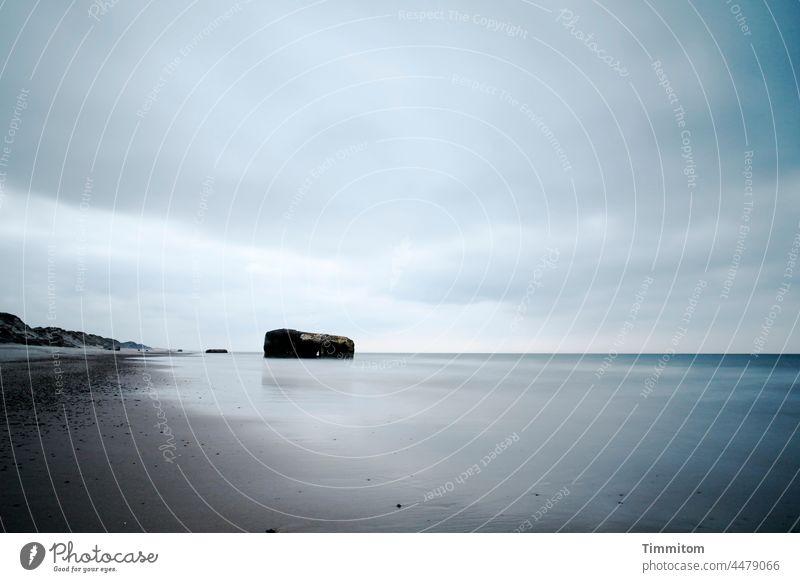 Bunker am Strand der Nordsee Meer Wasser Küste Sand Dünen Horizont Himmel Wolken blau weiß braun ruhig Ferien & Urlaub & Reisen Nordseeküste Dänemark