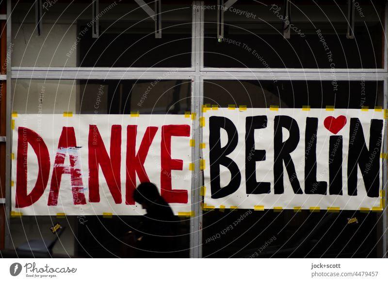 Danke Berlin und deine Passanten Schaufenster Herz (Symbol) Wandel & Veränderung Leerstand Geschäftsaufgabe Stadtzentrum Prenzlauer Berg Schönhauser Allee Laden