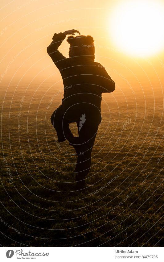 UT Teufelsmoor 2021 - Noch mehr Yoga Außenaufnahme Landschaft Osterholz-Scharmbeck Sonnenaufgang Bremen Morgendämmerung Deutschland ruhig Natur Silhouette Bär