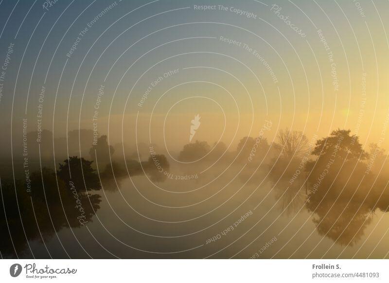 UT Teufelsmoor   Flusslandschaft im Nebel sonne natur gegenlicht gelb sonnenaufgang kontrast lichtfleck nebel dunst Aquarell Bäume Spiegelung Märchenlandschaft