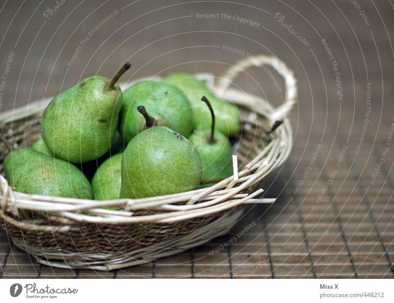 Birnenkörbchen Frucht Ernährung Bioprodukte Vegetarische Ernährung frisch Gesundheit lecker saftig sauer süß grün Korb Erntedankfest Schalen & Schüsseln reif