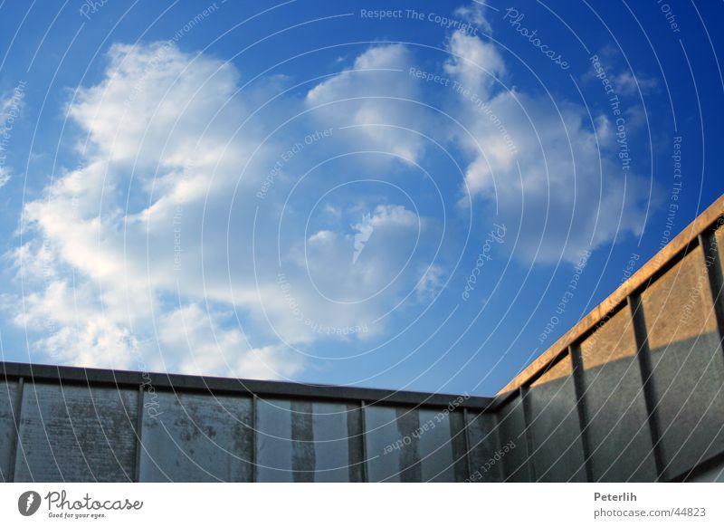Der Winkel Himmel blau Sommer ruhig Architektur Ecke Dach