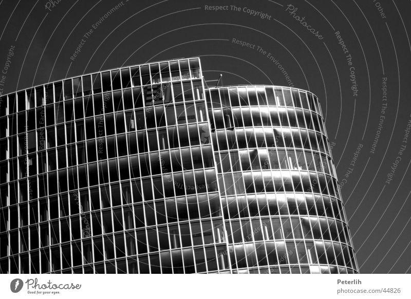 Tausend Fenster weiß schwarz Fenster Architektur Hochhaus rund Düsseldorf