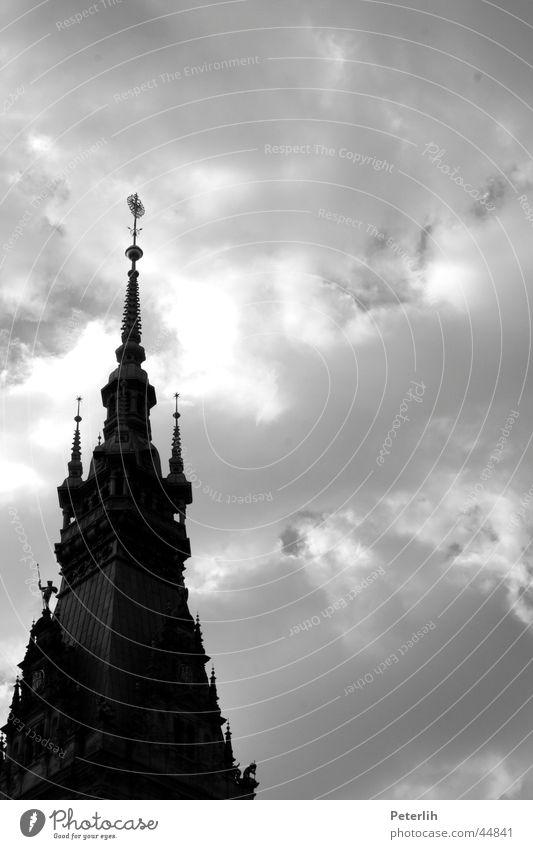 Spitze! Himmel weiß schwarz Wolken dunkel Architektur Hamburg Dach Spitze Kuppeldach Rathaus