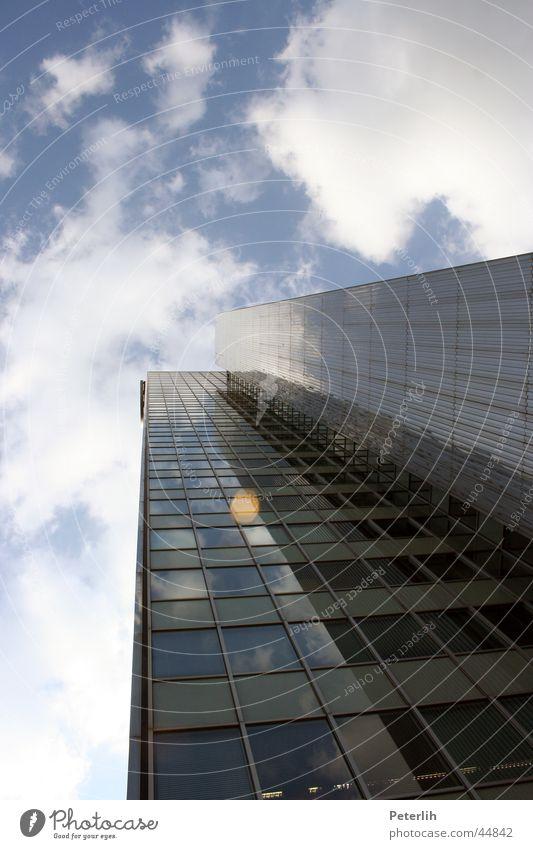 hoch hinaus (2) Himmel blau Haus Wolken Fenster Architektur Hochhaus Düsseldorf