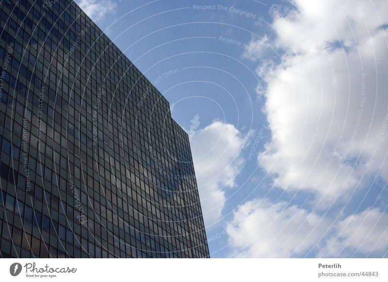 hoch hinaus Hochhaus Haus Fenster Wolken Architektur Thyssen Krupp Düsseldorf Himmel blau