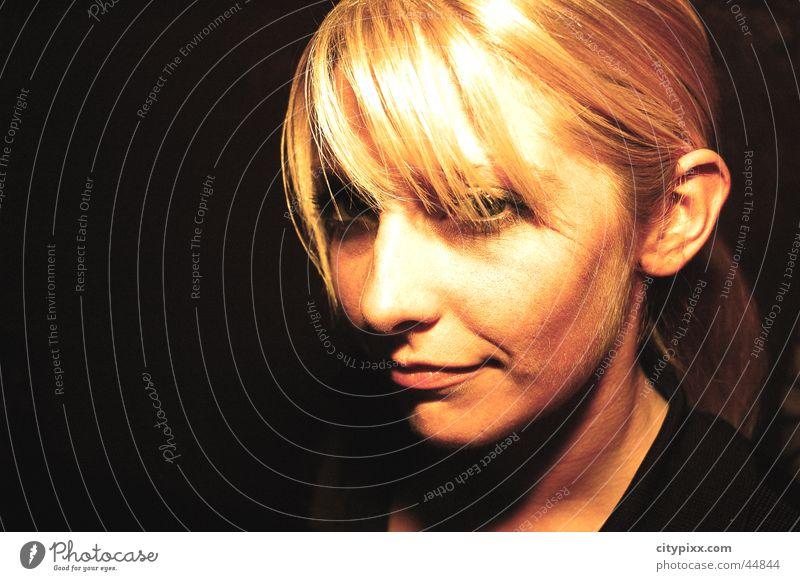 dutch beauty Frau schön Gesicht schwarz blond