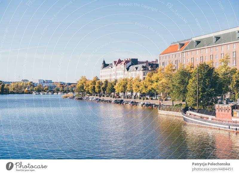 Helsinki, Finnland an einem sonnigen Tag im Herbst, Blick auf das Wasser Großstadt fallen Hauptstadt Boot