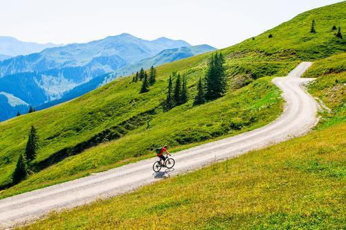 quälerei Lifestyle Ferien & Urlaub & Reisen Abenteuer Fahrradtour Sommerurlaub Berge u. Gebirge Fahrradfahren maskulin Junger Mann Jugendliche 18-30 Jahre