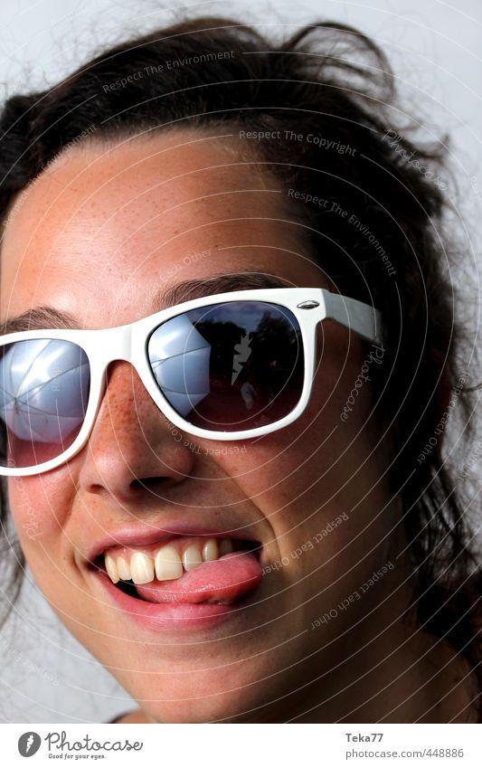 Na 3 Stil Sommer Mensch Junge Frau Jugendliche Erwachsene 1 18-30 Jahre Mode Sonnenbrille exotisch rebellisch verrückt Gefühle Freude Glück Gedeckte Farben