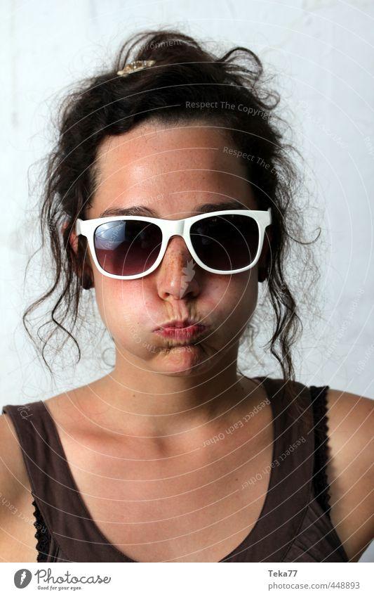 Na 2 schön Sommer Mensch feminin Junge Frau Jugendliche Erwachsene 1 18-30 Jahre Mode Sonnenbrille Fröhlichkeit verrückt Gefühle authentisch Neugier