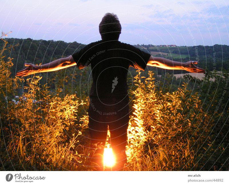 Johannes O-Beine Nacht Gegenlicht Abenddämmerung Freilichtsolarium Raubschloß Zschopau Mann Scheinwerfer Rücken Arme fliegen Brand Landkreis Mittweida