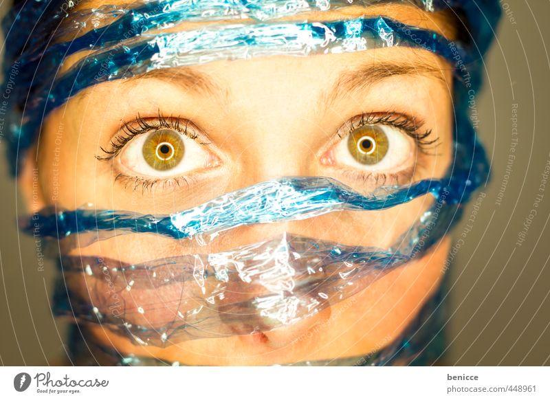 Social Blue Frau Mensch Porträt facebook social media twitter gefangen Datenschutz befreien Befreiung Schnur Seil Nahaufnahme blau Netzwerk Vernetzung
