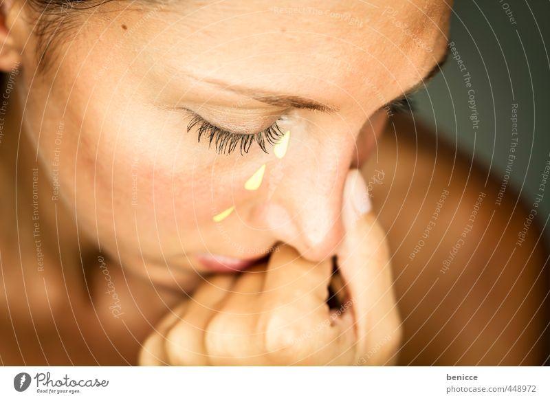Fake Tears Mensch Frau schön Hand Gesicht Auge feminin Traurigkeit trist Papier Trauer Beautyfotografie Wut Werkstatt Trennung weinen