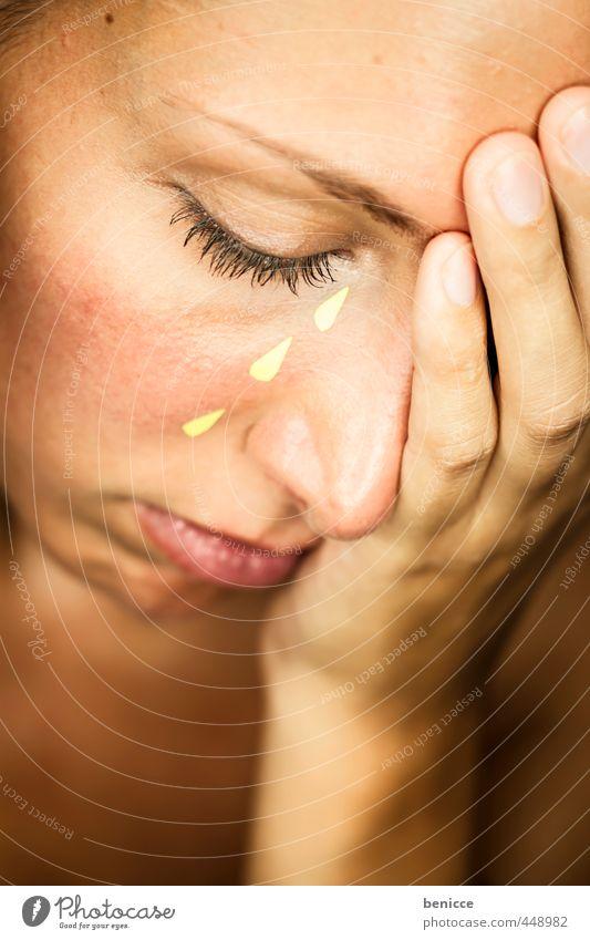 Fake Tears Frau Hand Gesicht Auge feminin Traurigkeit trist Papier Trauer Wut Trennung weinen falsch Tränen gestellt Hoffnungslosigkeit