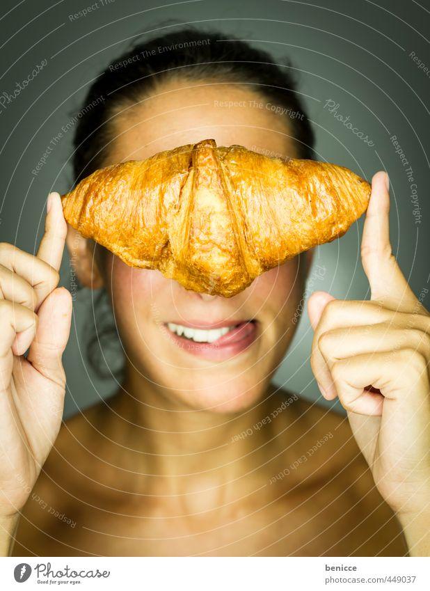 voila, un croissant Mensch Frau nackt Gesicht Erotik Essen Speise Foodfotografie Lächeln Finger genießen Beautyfotografie festhalten Europäer Werkstatt