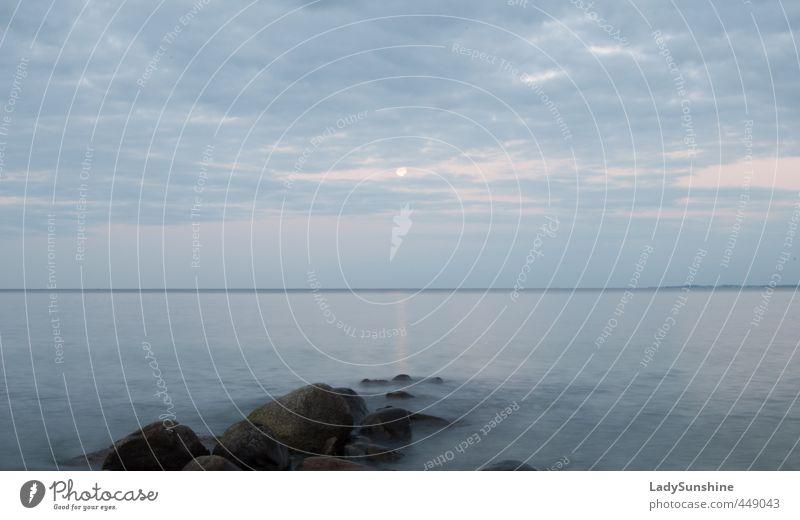 Brücke zum Mond Natur Landschaft Wasser Wolken Horizont Vollmond Sommer Felsen Küste Strand Ostsee Stein Erholung blau Romantik ruhig Einsamkeit Idylle Ferne