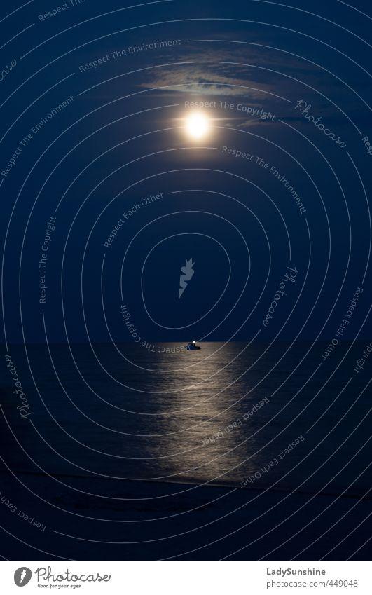 Mondwacht Natur Landschaft Wasser Himmel Nachthimmel Horizont Vollmond Sommer Schönes Wetter Küste Strand Meer Schifffahrt Motorboot Idylle Gedeckte Farben
