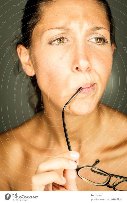 Optiker Mensch Frau schön nackt Auge Erotik Haut Mund Brille Beautyfotografie Europäer reizvoll Linse Sehvermögen Hochformat